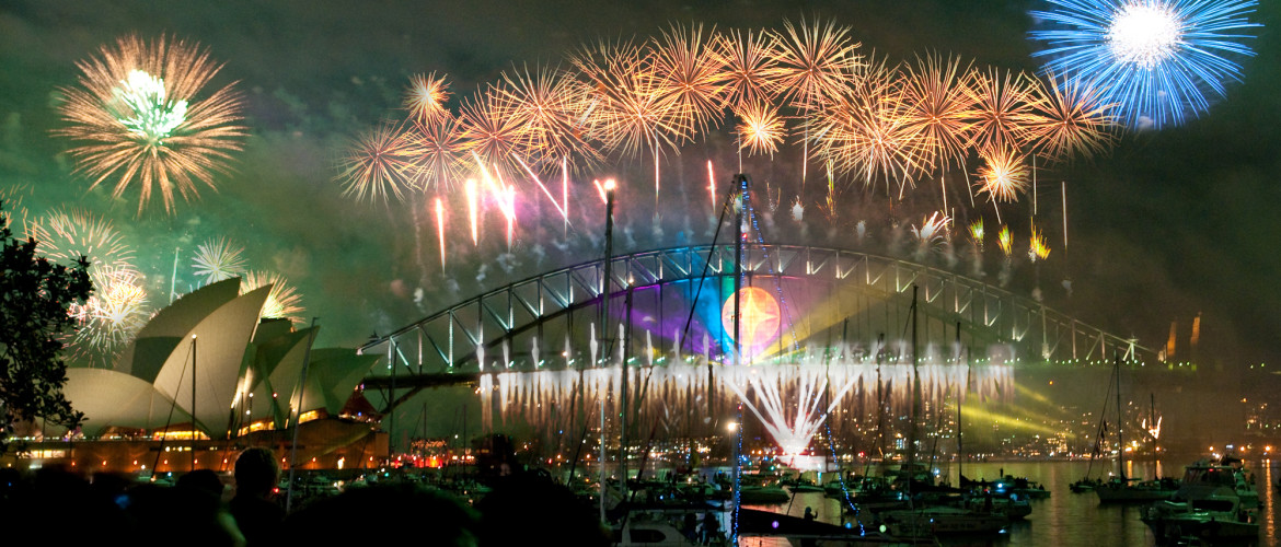 Sydney_habour_bridge_&_opera_house_fireworks_new_year_eve_2008